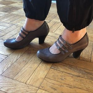 Gray leather Hush Puppies 3-strap heels
